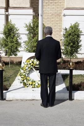 Secretary-General Lays Wreath on Memorial to UN Staff Killed in Iraq