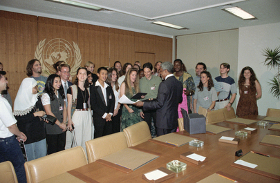 Secretary-General Conducts Youth Choral Group in His Conference Room