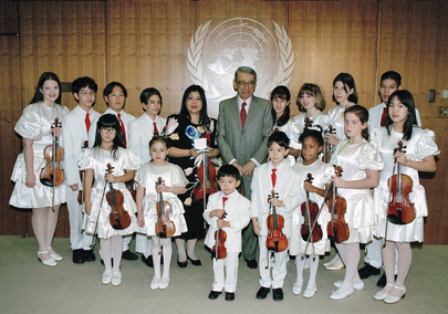 Secretary-General with Children of the Tarumi Violin Foundation