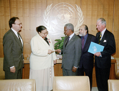 Secretary-General Presents Cheque to UN Staff Committee for Victims of New York Terrorist Attack