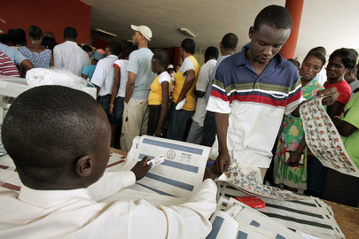 Haitians Patiently Wait Long Hours to Vote