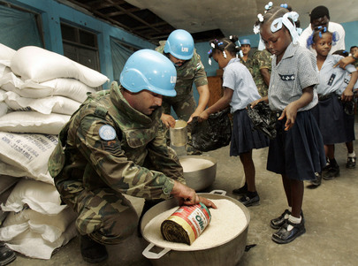 MINUSTAH Delivers Food Supplies to Haitian School