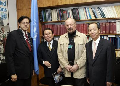 Under-Secretary-General for Communications Meets With Renowned Artist