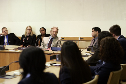 Messenger of Peace Douglas Addresses United Nations Tour Guides