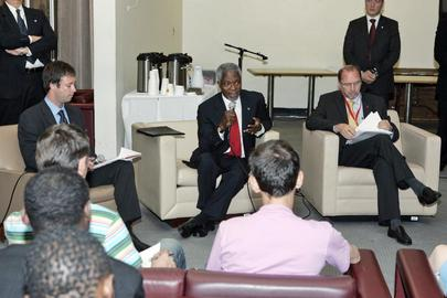Secretary-General Kofi Annan Meets With People Living With HIV/AIDS