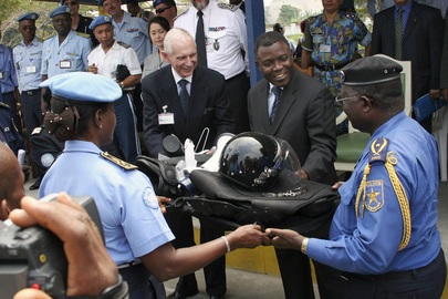 Congolese Police Force Receives Gift at Formation Ceremony 
