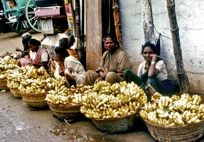 Vendedores de rua na Índia (ONU/John Isaac).