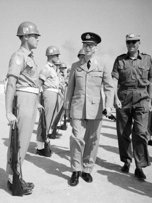 Lieutenant-General B. Oen Visits Gaza