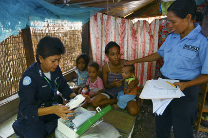 UN Police Officer Visits IDPs in Timor-Leste