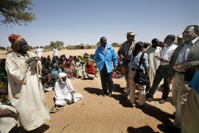 UNAMID Joint Special Representative Addresses Local Community Meeting
