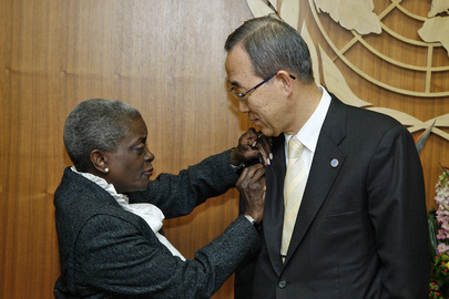 Wife of Detained UN Staff Member Gives Secretary-General Memorial Pin