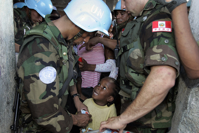 MINUSTAH Personnel Distribute Food