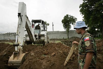 MINUSTAH Peacekeepers Construct School