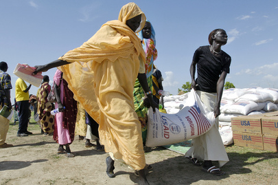 Internally Displaced Persons Receive Emergency Food Aid