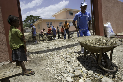 MINUSTAH Peacekeepers Renovate School