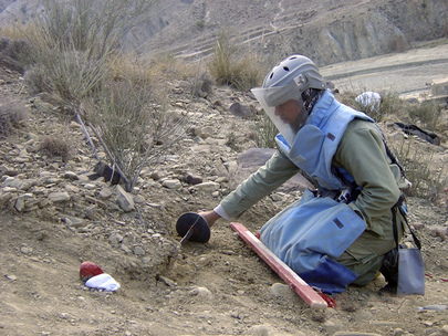MAPA Demining Engineer Clears Landmine