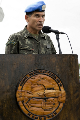 MINUSTAH Commander Addresses Award Ceremony for Peacekeepers
