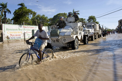 MINUSTAH Distributes Supplies for Flood Victims