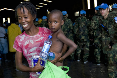WFP Distributes Emergency Rations to Hurricane Victims