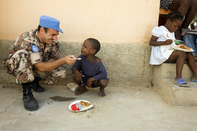MINUSTAH Peacekeepers Distribute Food to Children