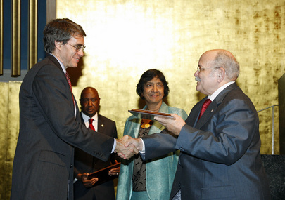 General Assembly President Presents Human Rights Award