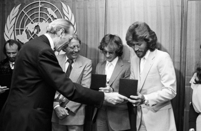 """Secretary-General Awards UN Peace Medals to """"Bee Gees"""""""