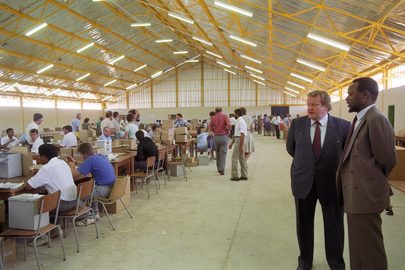 Special Representatives Visit Ballot-Counting Centre