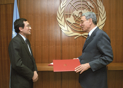 New Permanent Representative of Singapore Presents His Credentials