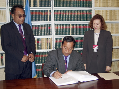 Signing Ceremony: Minister of Finance and Economic Development of Kiribati