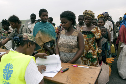 WFP Officer Verifies Registration of IDP Camp Residents
