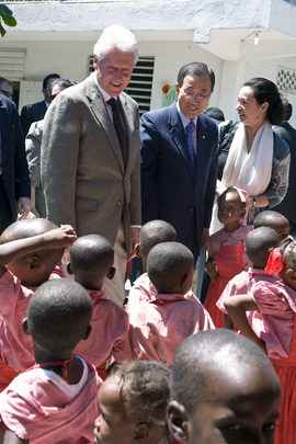 Secretary-General Meets School Children