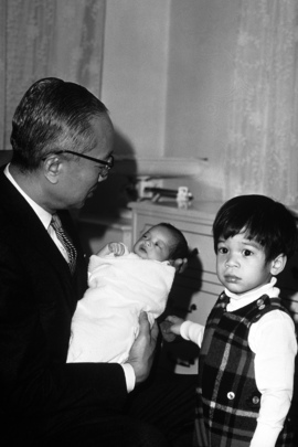 Secretary-General U Thant and Grandchildren