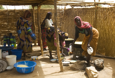 Chadian Women Prepare School Lunches
