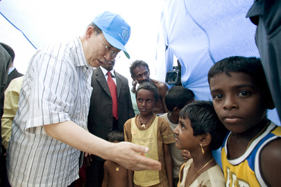 Secretary-General Visits Manik Farm IDP Camp