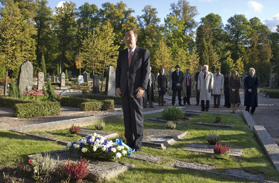 Secretary-General Lays Wreath Honouring Dag Hammarskjöld