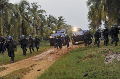 UNOCI e Forças francesas realizam treinamento de controle de multidões (ONU/Ky Chung)