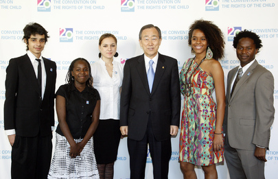 Secretary-General Meets Youth at Convention on Rights of Child Event