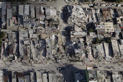 Vista aérea do centro de Port-au-Prince, arrasado pelo terremoto. Foto: ONU/Logan Abassi
