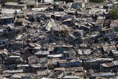 19/01/2010 - Área residencial de Port-au-Prince, Haiti, destruída pelo terremoto. Foto ONU/Logan Abassi