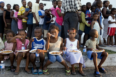 Children in Cité Soleil Receive Meals