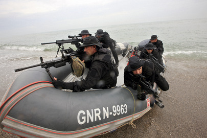 UNMIT Police Unit Performs Amphibian Exercises at Dili Beach