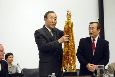 Secretary-General Receives Paper Cranes, Symbols of Hope for Nuclear-Freee World