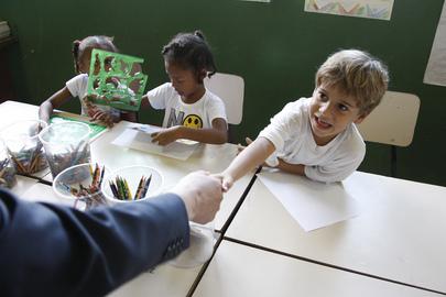 Secretary-General Meets Schoolchildren in Babilônia Community in Rio