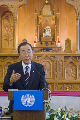Secretary-General Speaks at Nagasaki Cathedral