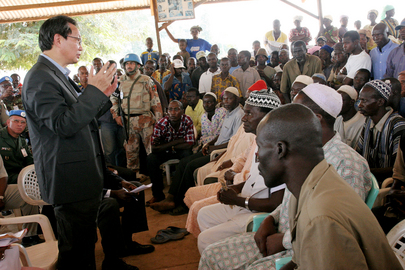 Special Representative for Côte d'Ivoire Visits Center for Displaced in Guiglo