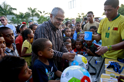 "Timorese President Signs ""MDG Balls"" on UN Day"