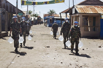 MINUSTAH Peacekeepers Bring Clean Water to Cholera-affected Town