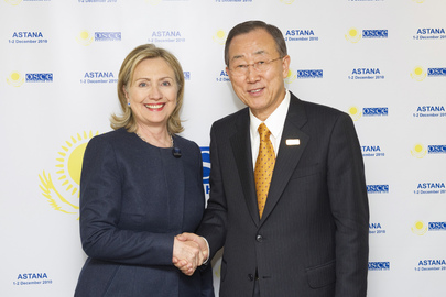 Secretary-General Meets U.S. Secretary of State at OSCE Summit