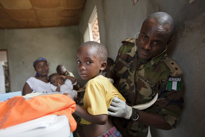Nigerian Peacekeeper Gives Check-ups to Children in Liberia