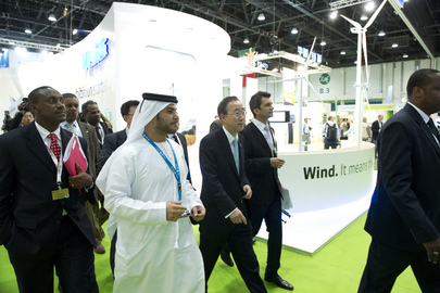 Secretary-General Tours Exhibits at World Energy Summit in Abu Dhabi